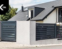 Nowoczesne+ogrodzenie+aluminiowe+z+przestrzenia+na+kub%C5%82y+na+%C5%9Bmieci+-+zdj%C4%99cie+od+XCEL+Ogrodzenia