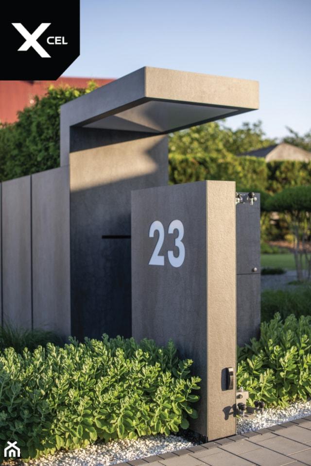 Dark Monolith. Nowoczesne ogrodzenie marki Xcel - zdjęcie od XCEL Ogrodzenia