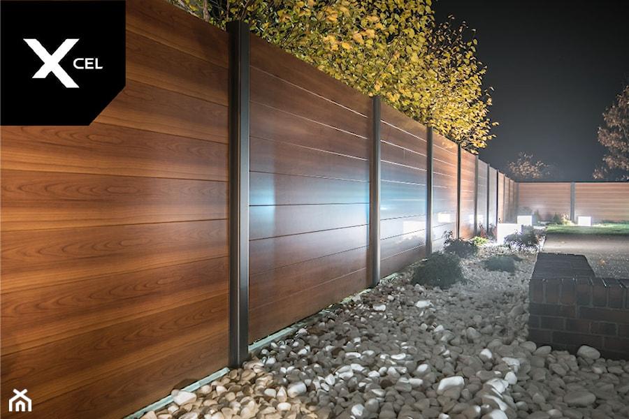 Nowoczesne ogrodzenie Xcel. Rockina Cubero + Horizon Massive - zdjęcie od XCEL Ogrodzenia