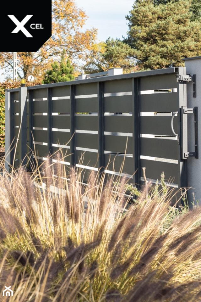 Ogrodzenia z nowoczesną bramą przesuwną - zdjęcie od XCEL Ogrodzenia