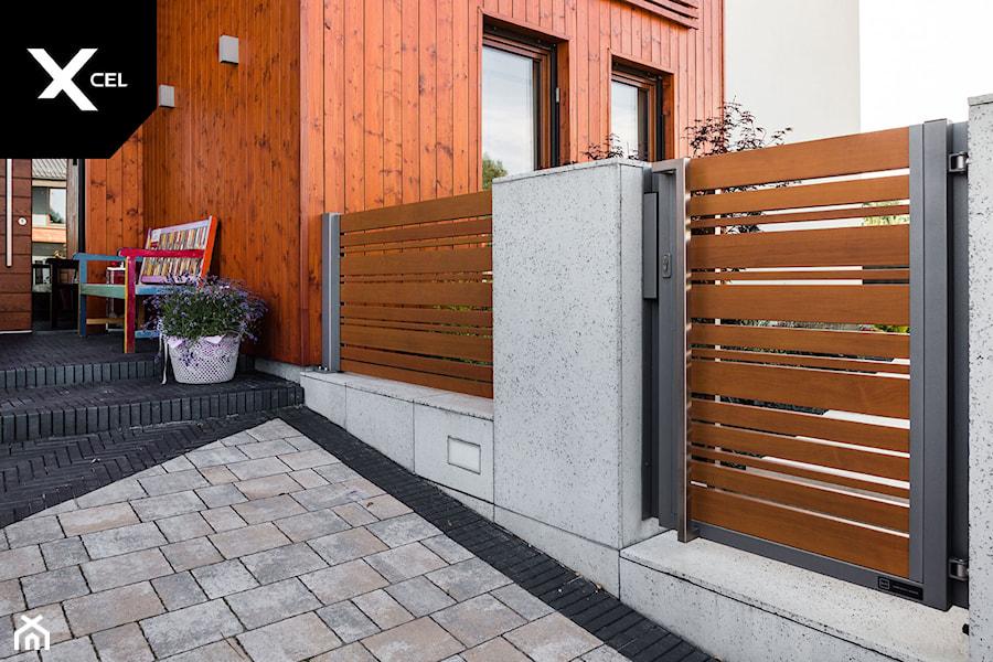 Aluminiowe ogrodzenie drewnopodobne - zdjęcie od XCEL Ogrodzenia