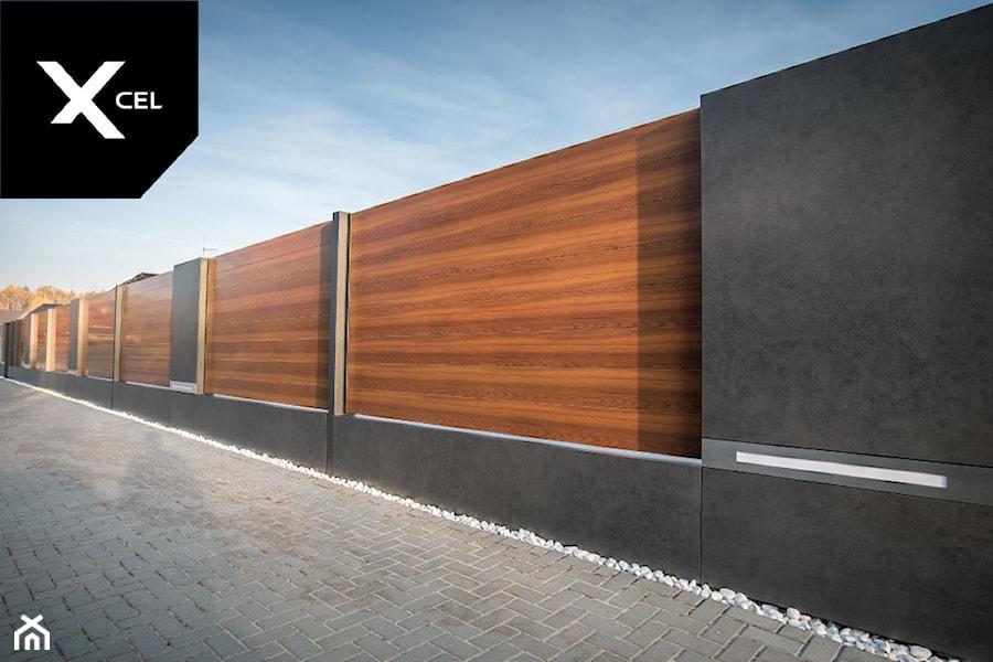 Day and Night. Nowoczesne ogrodzenie Xcel: Rockina Cubero + Horizon Massive - Ogród, styl nowoczesny - zdjęcie od XCEL Ogrodzenia