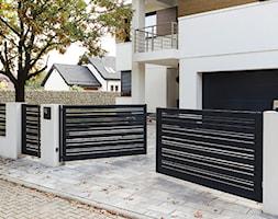 Nowoczesne+czarne+ogrodzenie+aluminiowe+-+Horizon+Wood+-+zdj%C4%99cie+od+XCEL+Ogrodzenia