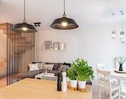 ODROBINA SKNDYNAWII - REALIZACJA - Średni biały salon z jadalnią, styl skandynawski - zdjęcie od TAKE [DESIGN] - Homebook