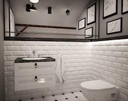 MIESZKANIE NA PODDASZU - Średnia biała szara łazienka na poddaszu w domu jednorodzinnym z oknem, styl klasyczny - zdjęcie od TAKE [DESIGN]