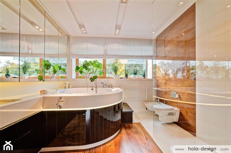 HOLA_11 - Średnia beżowa brązowa łazienka w domu jednorodzinnym z oknem, styl nowoczesny - zdjęcie od HOLA DESIGN