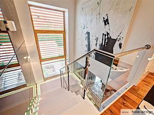 HOLA_11 - Średnie wąskie schody dwubiegowe betonowe, styl nowoczesny - zdjęcie od HOLA DESIGN
