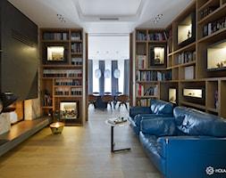 Bliżej świata - Duże czarne biuro domowe kącik do pracy w pokoju, styl nowoczesny - zdjęcie od HOLA DESIGN