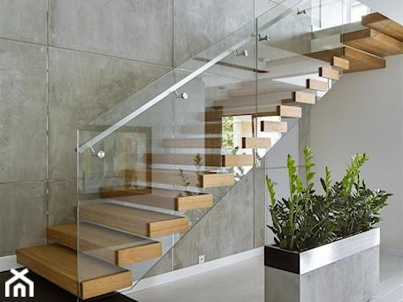 Aranżacje wnętrz - Schody: HOLA_25 - Średnie wąskie schody dwubiegowe drewniane, styl nowoczesny - HOLA DESIGN. Przeglądaj, dodawaj i zapisuj najlepsze zdjęcia, pomysły i inspiracje designerskie. W bazie mamy już prawie milion fotografii!