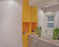 KUCHNIA I ŁAZIENKA - realizacja - Mała łazienka w bloku w domu jednorodzinnym bez okna, styl nowoczesny - zdjęcie od LUIZA STAR