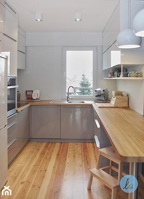 7 pomysłów na aranżację nowoczesnej szarej kuchni   -> Kuchnia Czarno Siwa