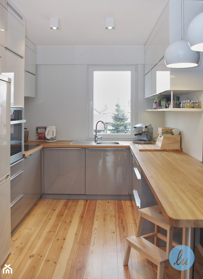 KUCHNIA I ŁAZIENKA - realizacja - Średnia zamknięta biała kuchnia w kształcie litery u, styl nowoczesny - zdjęcie od LUIZA STAR - Homebook