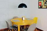 malowanie stołu na żółto