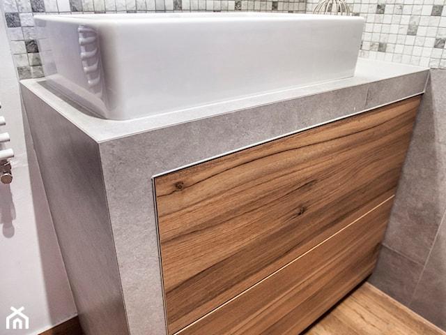 Reazlizacja łazienki z płytką drewnopodobną
