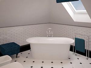 Stylowe szarości - Duża biała łazienka na poddaszu w domu jednorodzinnym jako salon kąpielowy z oknem, styl klasyczny - zdjęcie od Fabryka Nastroju Izabela Szewc