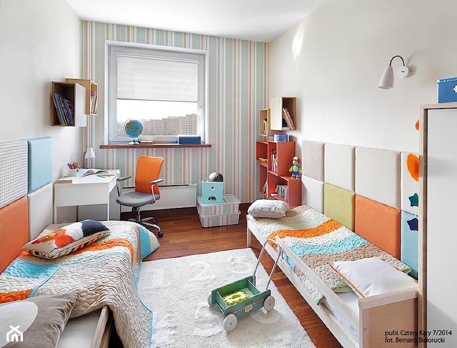 Metamorfoza pokoju Jasia i Antka - Średni biały kolorowy pokój dziecka dla chłopca dla rodzeństwa dla malucha, styl nowoczesny - zdjęcie od Fabryka Nastroju Izabela Szewc