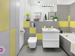 Ożywcza limonka - Średnia biała łazienka w bloku w domu jednorodzinnym bez okna, styl minimalistyczny - zdjęcie od Fabryka Nastroju Izabela Szewc