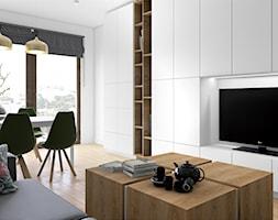Drewno i zieleń - Średni biały salon z bibiloteczką z jadalnią, styl skandynawski - zdjęcie od Fabryka Nastroju Izabela Szewc