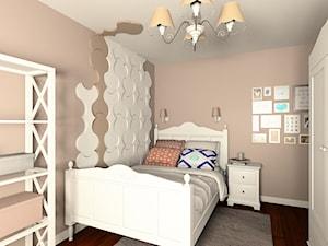 Pokój Natalki - Średni beżowy pokój dziecka dla dziewczynki dla nastolatka, styl klasyczny - zdjęcie od Fabryka Nastroju Izabela Szewc