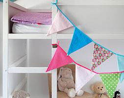Metamorfoza pokoju Niny - Mały biały pokój dziecka dla chłopca dla dziewczynki dla malucha, styl nowoczesny - zdjęcie od Fabryka Nastroju Izabela Szewc