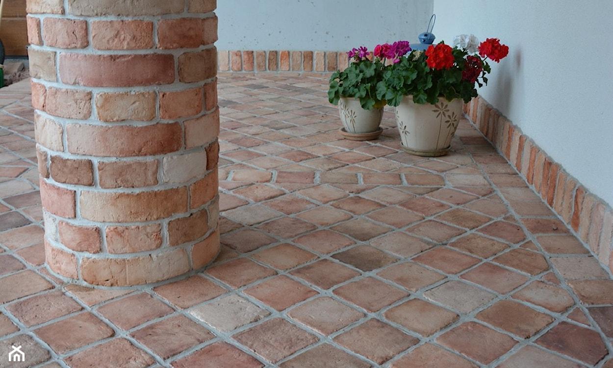 Podłoga na tarasie z cegły