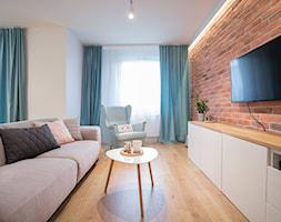 Aranżacje - Mały biały brązowy salon, styl skandynawski - zdjęcie od Elkamino Dom