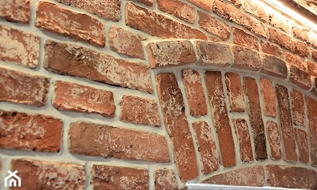 cegła staropolska na ścianie