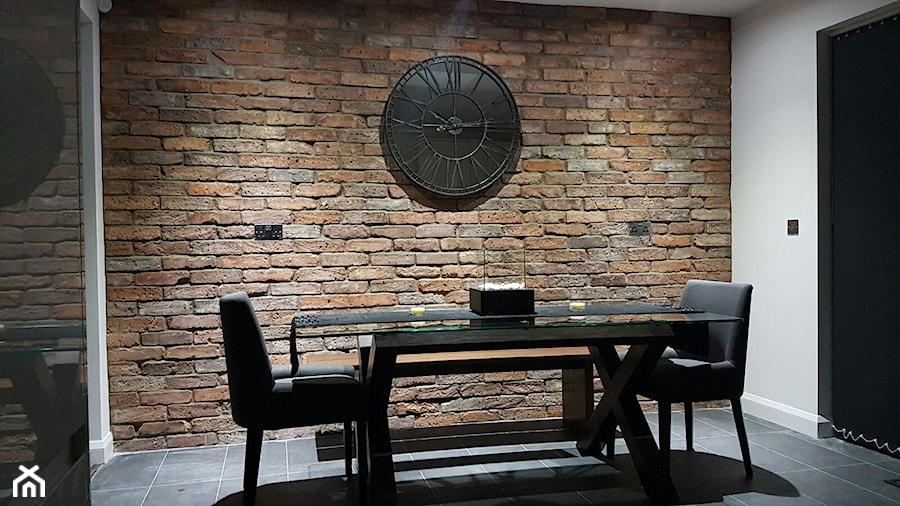 Aranżacje wnętrz - Jadalnia: Aranżacje - Mała zamknięta szara jadalnia jako osobne pomieszczenie, styl eklektyczny - Elkamino Dom. Przeglądaj, dodawaj i zapisuj najlepsze zdjęcia, pomysły i inspiracje designerskie. W bazie mamy już prawie milion fotografii!
