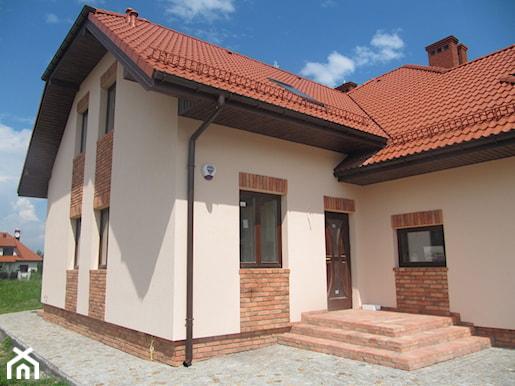 фасад с кирпичными элементами