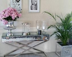 Salon w stylu Glamour - Mały biały salon, styl włoski - zdjęcie od PRIMAVERA-HOME.COM