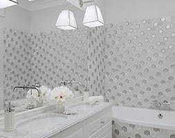 Apartament w stulu Nowojorskim - luksusowe wnetrza: salon, sypialnia - Średnia biała łazienka w bloku w domu jednorodzinnym bez okna, styl nowojorski - zdjęcie od PRIMAVERA-HOME.COM