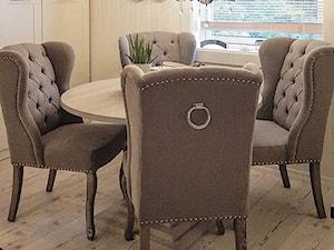 Krzesła tapicerowane z kplatką w stylu Prowansalskim Shabby chic - Mała beżowa jadalnia, styl prowansalski - zdjęcie od PRIMAVERA-HOME.COM