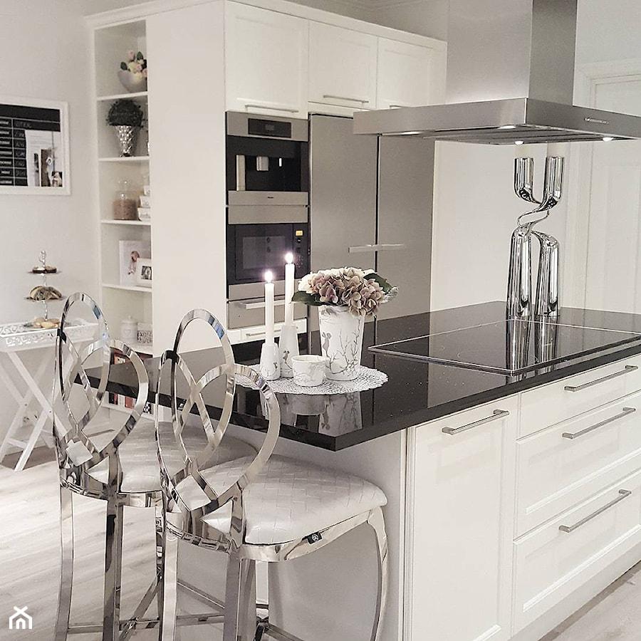 Salon w stylu Glamour - Duża kuchnia z wyspą, styl glamour - zdjęcie od PRIMAVERA-HOME.COM