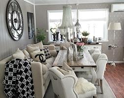 Dom z białą sofą Modern Glamour - Mała szara jadalnia w salonie, styl prowansalski - zdjęcie od PRIMAVERA-HOME.COM