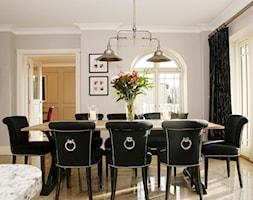 Sklep Eichholtz Warzszawa i on-line - Średnia otwarta szara jadalnia w salonie, styl glamour - zdjęcie od PRIMAVERA-HOME.COM