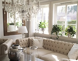 Wnętrza w stulu PROWANSALSKIM I SHABBY CHIC - Mały biały salon, styl prowansalski - zdjęcie od PRIMAVERA-HOME.COM