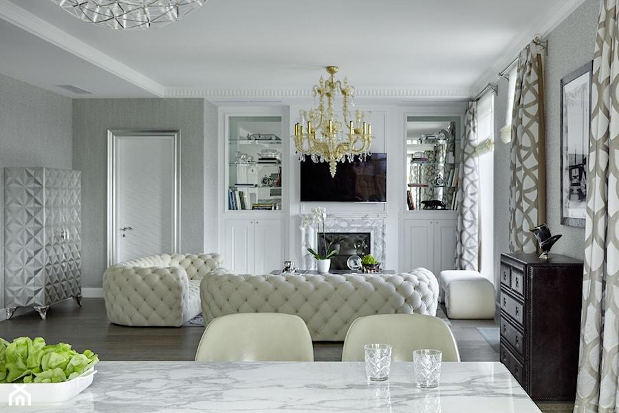 Apartament w stulu Nowojorskim i glamour - luksusowe wnetrza: salon, sypialnia - Średni biały salon z jadalnią, styl glamour - zdjęcie od PRIMAVERA-HOME.COM