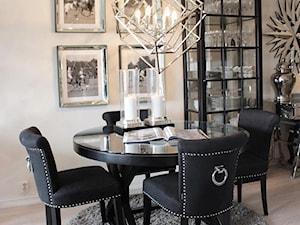 Wnętrza w stulu nowojorskim. Meble lustrzane i tapicerowane z naszej oferty. - Mała beżowa jadalnia, styl nowojorski - zdjęcie od PRIMAVERA-HOME.COM