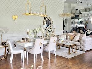 Meble w stylu klasycznym - sofy krzesła tapicerowane meble lakierowane