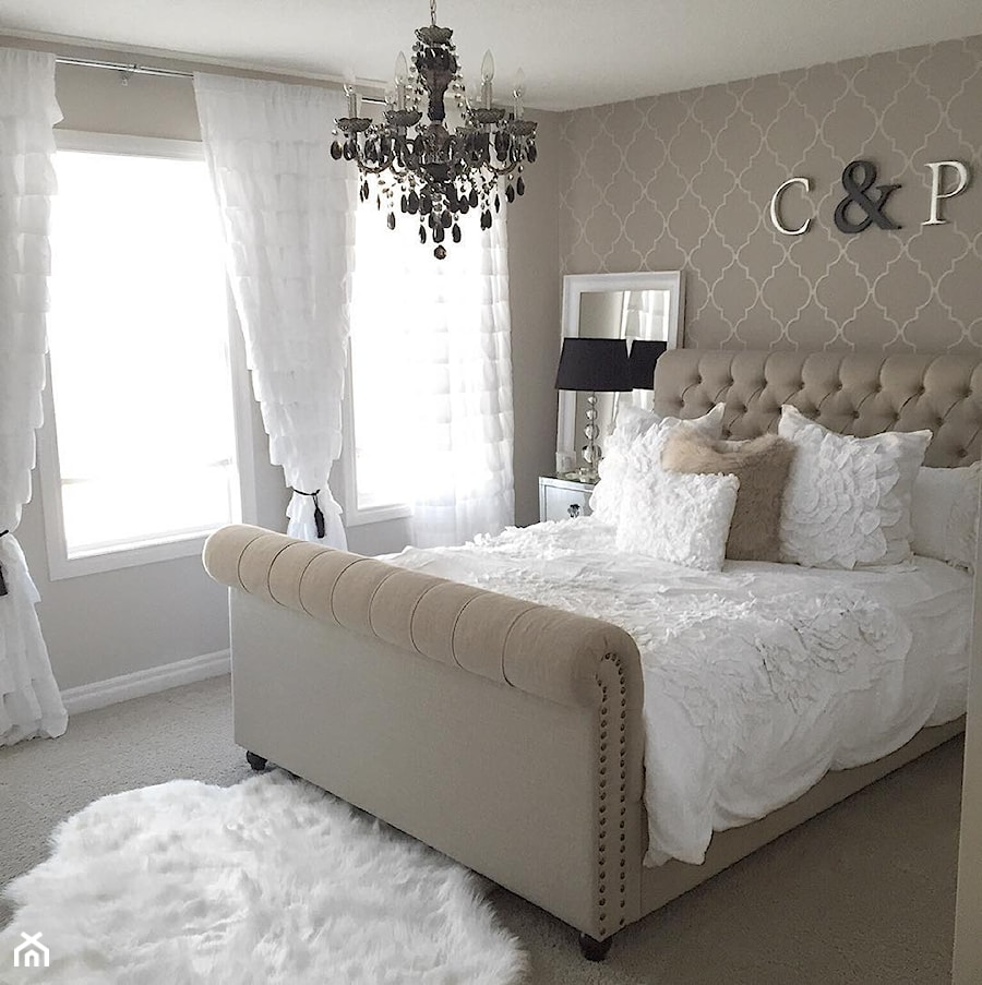 Aranżacje wnętrz - Sypialnia: Łóżka tapicerowane w stylu nowojorskim i glamour - Mała beżowa sypialnia małżeńska, styl nowojorski - PRIMAVERA-HOME.COM. Przeglądaj, dodawaj i zapisuj najlepsze zdjęcia, pomysły i inspiracje designerskie. W bazie mamy już prawie milion fotografii!