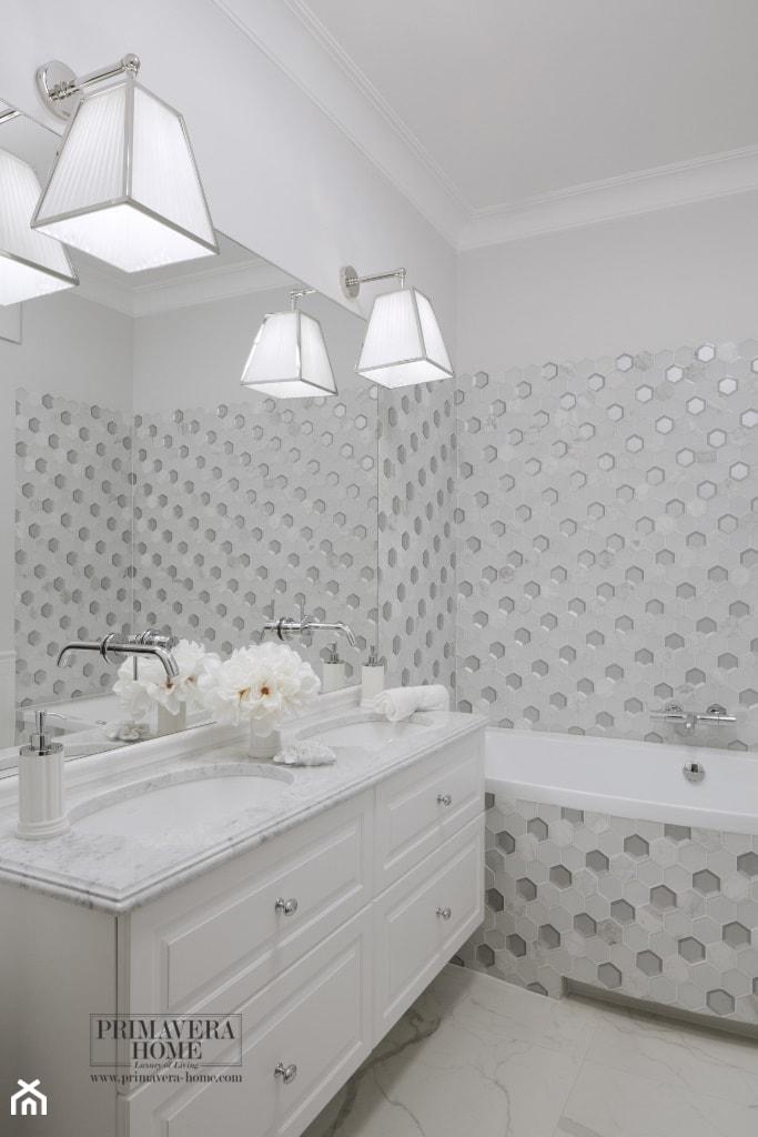 Aranżacje wnętrz - Łazienka: Apartament w stulu Glamour - luksusowe wnetrza: salon, sypialnia, kuchnia, łazie - Średnia łazienka w bloku w domu jednorodzinnym bez okna, styl nowoczesny - PRIMAVERA-HOME.COM. Przeglądaj, dodawaj i zapisuj najlepsze zdjęcia, pomysły i inspiracje designerskie. W bazie mamy już prawie milion fotografii!