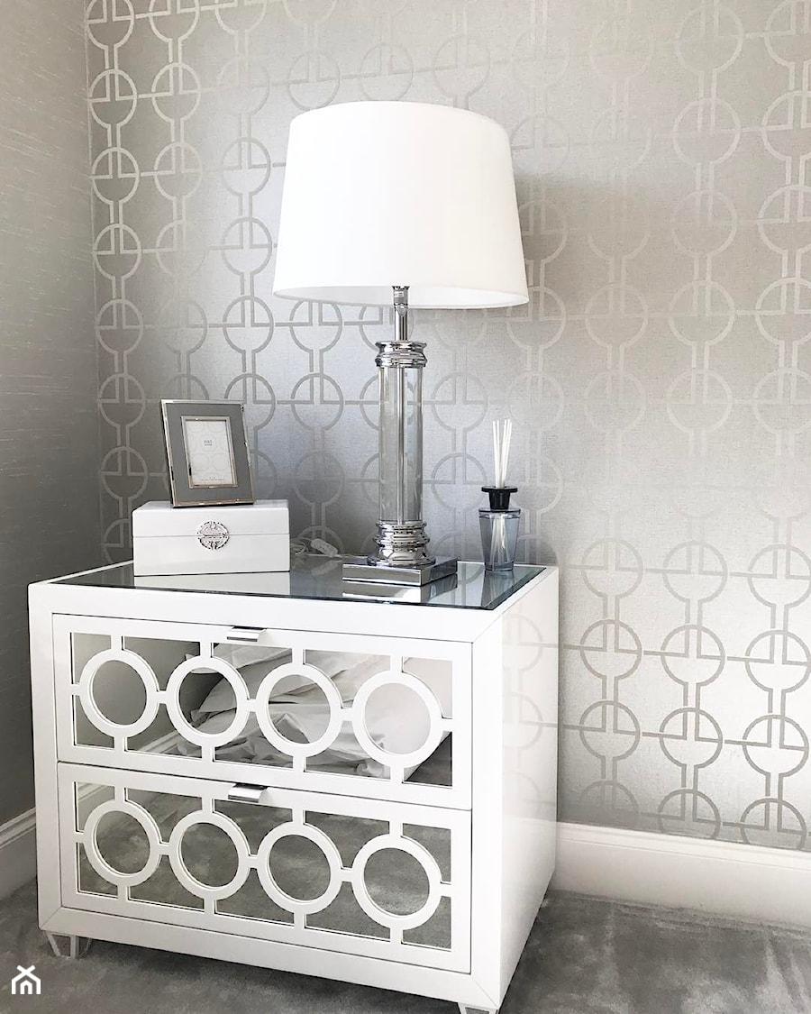 Szafka nocna lustrzana komoda nowoczesna biała styl nowojorski glamour OSKAR S - zdjęcie od PRIMAVERA-HOME.COM