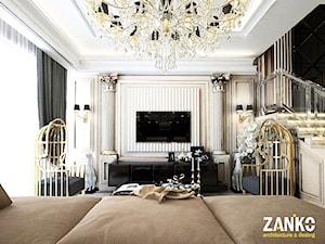 Wnętra Glamour ze złotymi meblami ze stali oraz tapicerowanymi na zamówienie