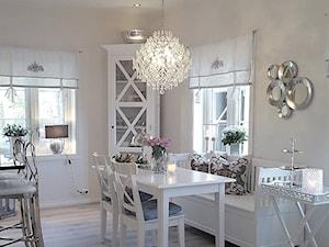 Wnętrza w stulu PROWANSALSKIM I SHABBY CHIC - Mała otwarta biała jadalnia w kuchni, styl prowansalski - zdjęcie od PRIMAVERA-HOME.COM