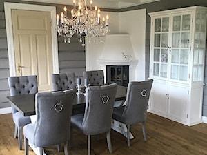 Krzesła tapicerowane z kplatką w stylu Prowansalskim Shabby chic - Średnia biała szara jadalnia jako osobne pomieszczenie, styl skandynawski - zdjęcie od PRIMAVERA-HOME.COM
