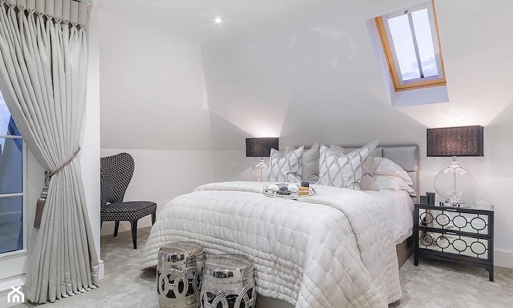 Biało-szara sypialnia w stylu glamour