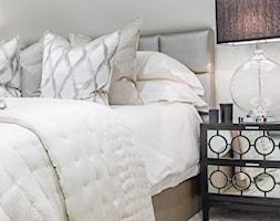 Nowoczesne wnętrza w beżowych barwach - Mała sypialnia małżeńska, styl nowojorski - zdjęcie od PRIMAVERA-HOME.COM