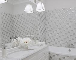 Apartament w stulu Glamour - luksusowe wnetrza: salon, sypialnia, kuchnia, łazie - Szara łazienka w bloku w domu jednorodzinnym bez okna - zdjęcie od PRIMAVERA-HOME.COM