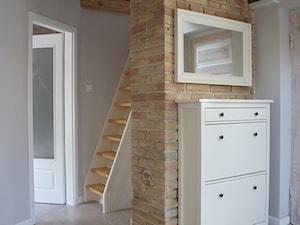 Moje mieszkanie - Średni brązowy szary hol / przedpokój, styl skandynawski - zdjęcie od Anna Wrona