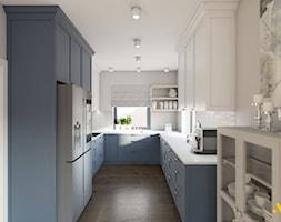 Kuchnia z granatowymi frontami - zdjęcie od Studio Projektowe Atoato - Homebook